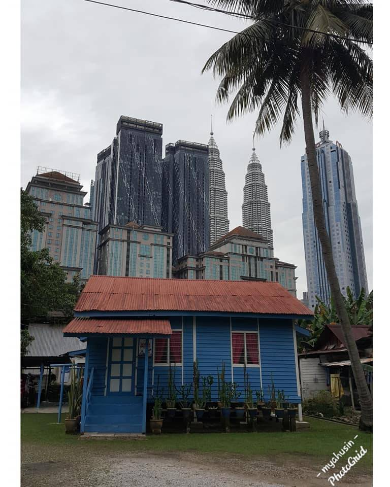 Rumah Biru Kampung Baru Nak Datang Bergambar Jangan Lupa Jaga Adab Libur